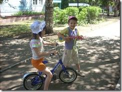 Покататься с друзьями на велосипеде!